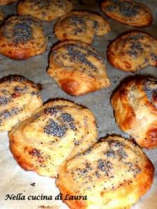 girelle di sfoglia ripiene di formaggio e bastoncini di mare - nella cucina di laura