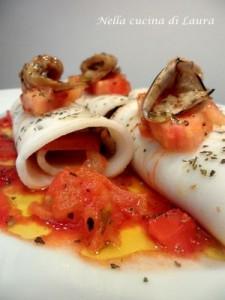 involtini di affettato di mare e melanzane su letto di pomodori - nella cucina di laura