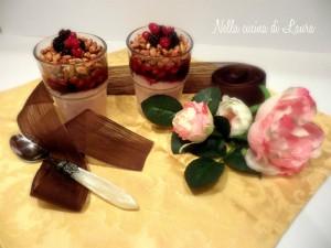 bicchierini croccanti con yogurt e frutti di bosco -nella cucina di laura