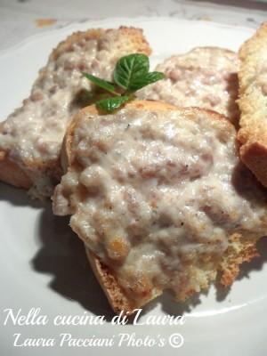 crostoni_stracchino_salsiccia_cucinalaura