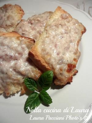crostoni_salsiccia_stracchino_cucinalaura