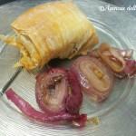 Filetto di maiale in crosta di pasta phyllo con cipolle cotte sotto sale