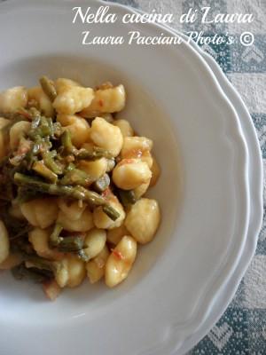 gnocchi di patate con sugo di asparagi - nella cucina di laura
