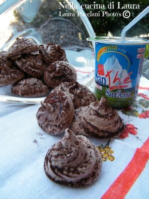 meringhe francesi al cacao - nella cucina di laura