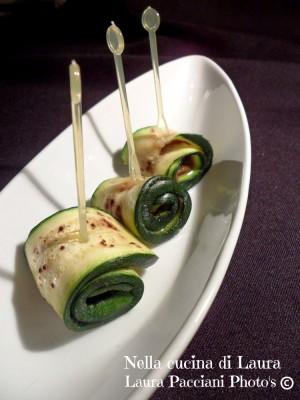 rotolini di zucchine e acciuga - nella cucina di laura