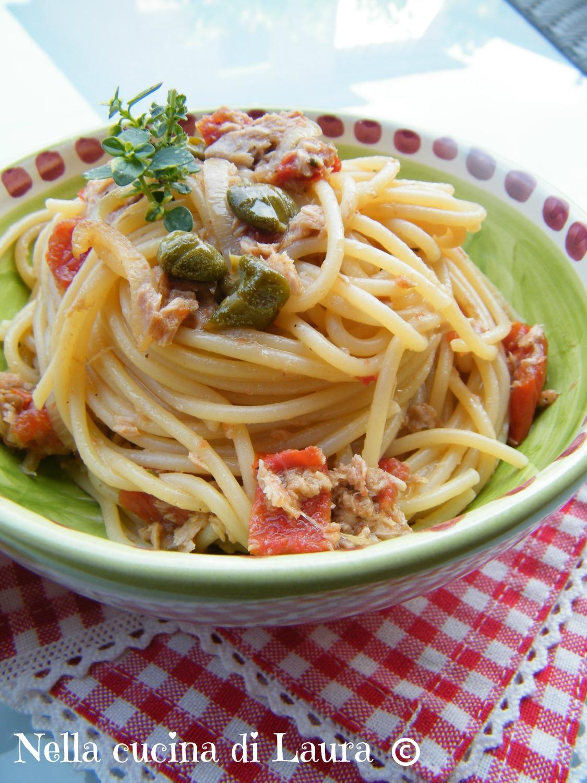 spaghetti con tonno e pomodori secchi - nella cucina di laura