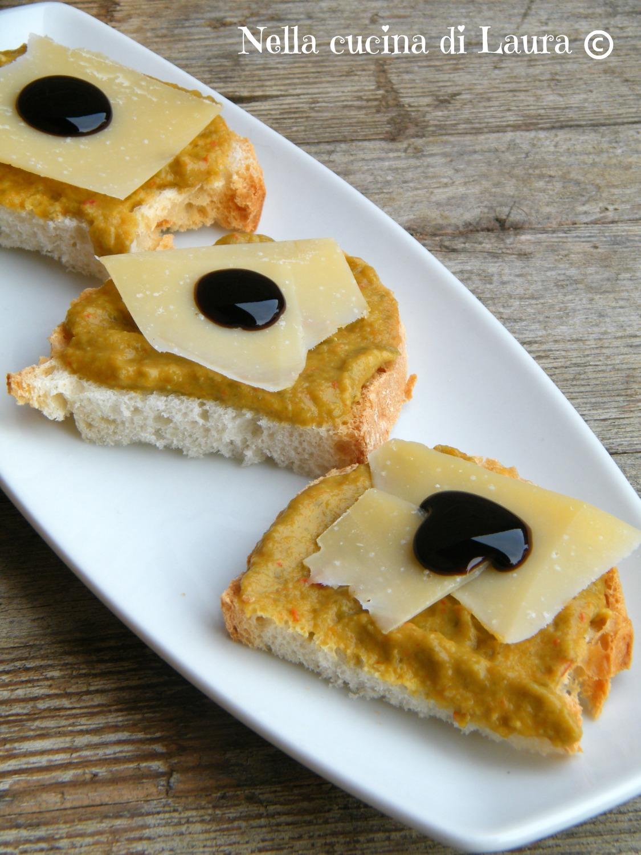 crostoni con crema di friggitelli pecorino stagionato e glassa di aceto balsamico - nella cucina di laura