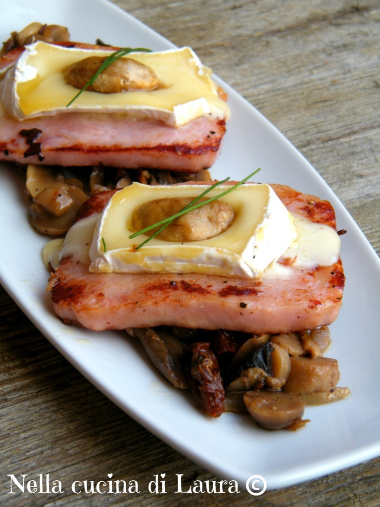 cotoletta di prosciutto cotto con formaggio filante su letto di funghi trifolati - nella cucina di laura