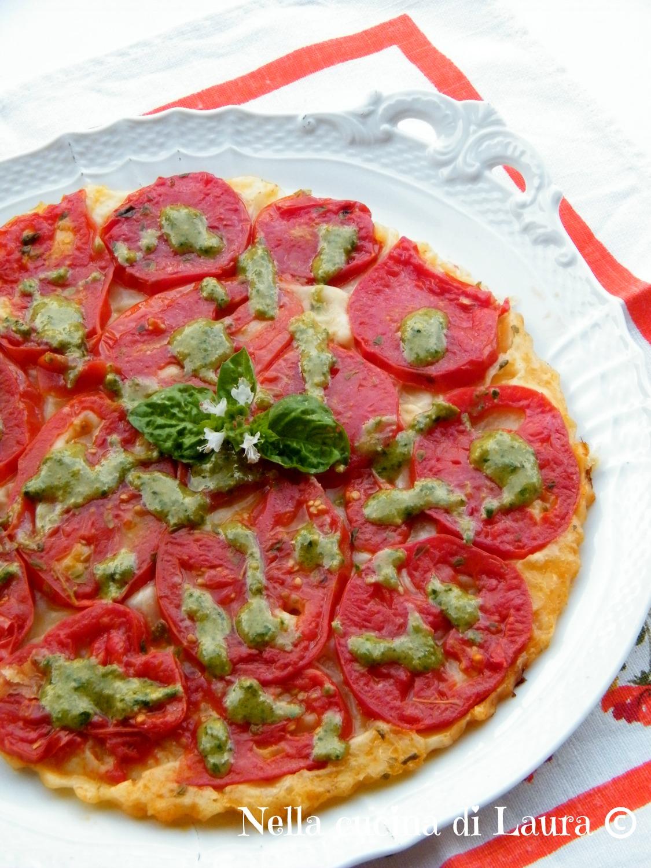 Tarte Tatin con pomodori e pesto di basilico - nella cucina di laura