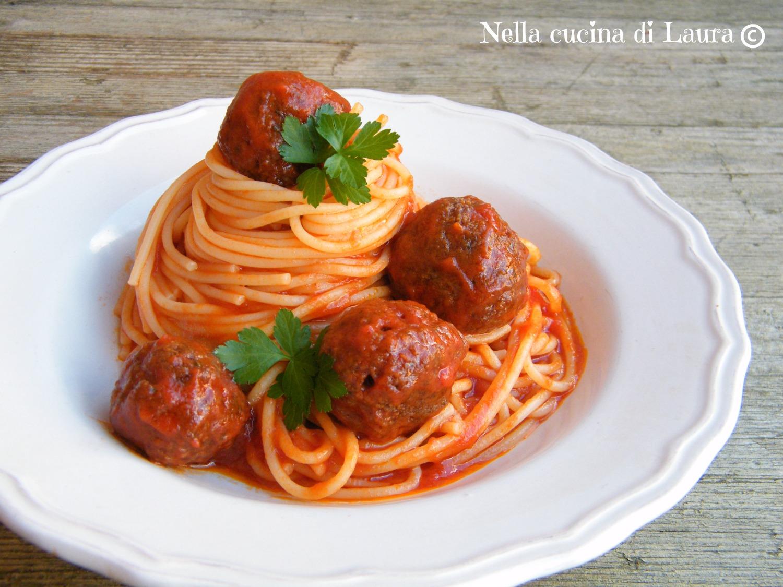 spaghetti with meatballs - spaghetti con le polpette - nella cucina di laura