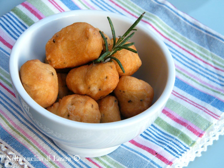 palline fritte di pasta lievitata al rosmarino - nella cucina di laura