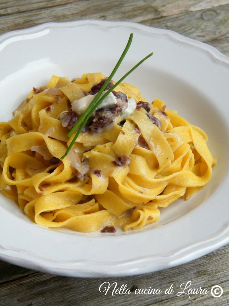 tagliatelle con radicchio e gorgonzola - nella cucina di laura