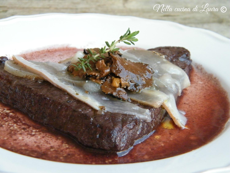 bistecca di vitello con lardo di Colonnata e carpaccio di tartufo su riduzione di vino Nobile di Montepulciano - nella cucina di laura