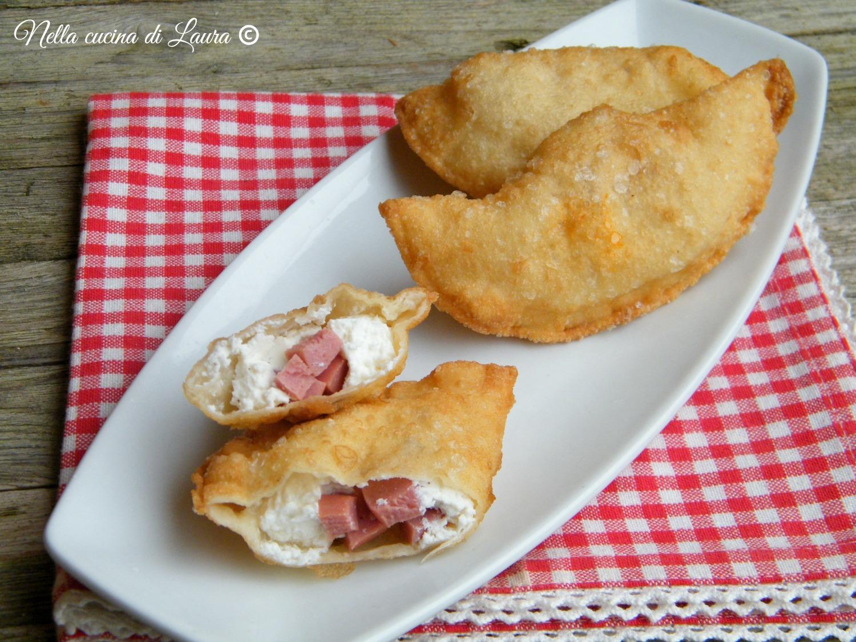 calzoni fritti con ricotta e wurstel - nella cucina di laura
