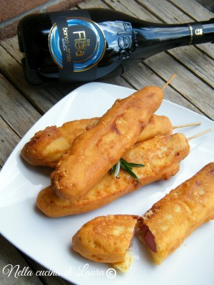 hot dog on a stick - wurstel fritti - nella cucina di laura