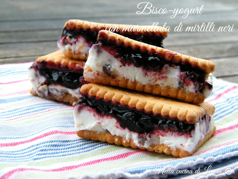 bisco-yogurt con marmellata di mirtilli neri - nella cucina di laura