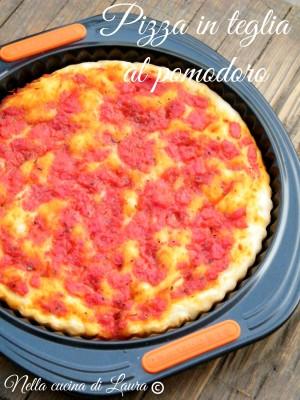 pizza in teglia al pomodoro - nella cucina di laura