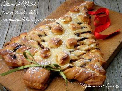 'albero di Natale di pan brioche dolce con marmellata di pere e cioccolato - nella cucina di laura