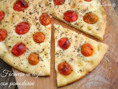 focaccia in teglia con pomodorini - nella cucina di laura