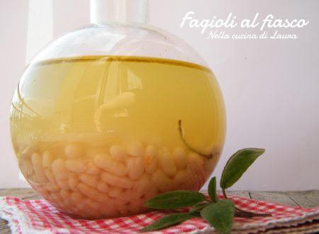 FAGIOLI AL FIASCO – RICETTA TOSCANA