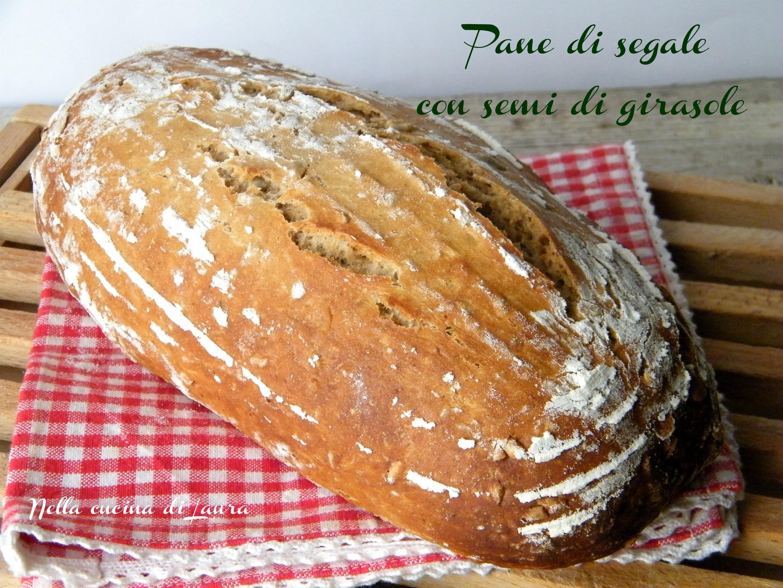 pane di segale con i semi di girasole - nella cucina di laura