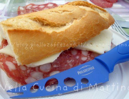 Baguette con salame toscano e pecorino Valmetauro