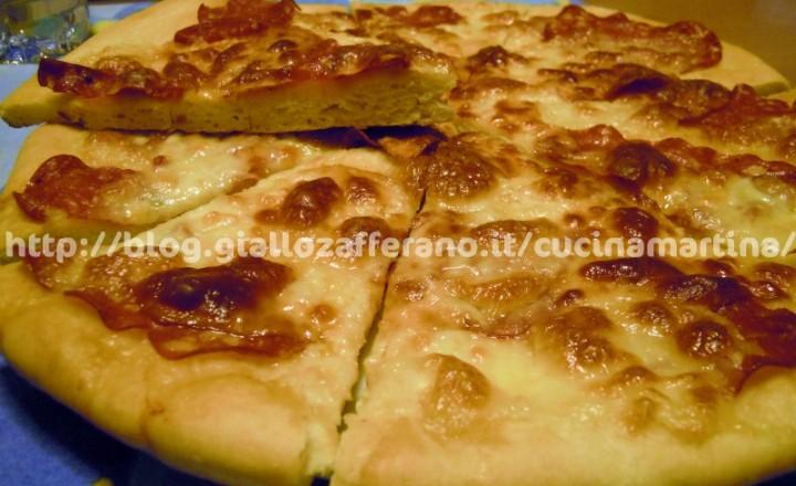 Focaccia: ricetta con scamorza e salame piccante