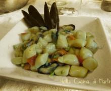 Gnocchi con cozze ed asparagi, ricetta piatto unico