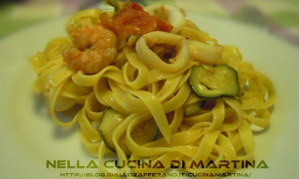 Tagliatelle con pesce e zucchine, ricetta semplice di mare