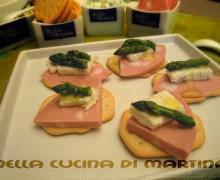 Schiacciate croccanti con mortadella e gorgonzola
