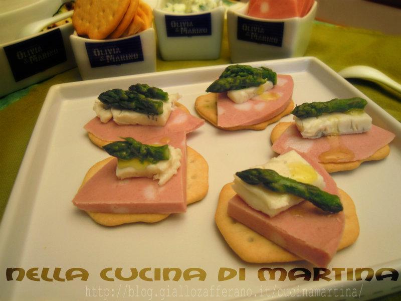 schiacciate croccanti con mortadella gorgonzola ed asparagi ricetta finger food olivia & marino
