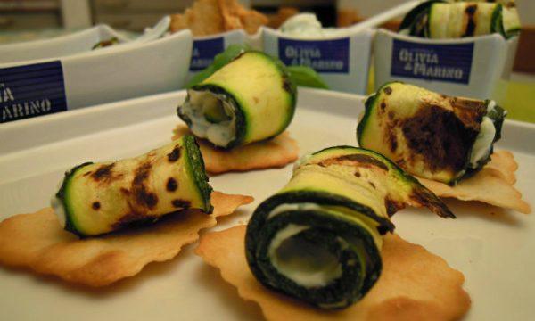 Sfoglie croccanti e rotolini di zucchine, ricetta finger food