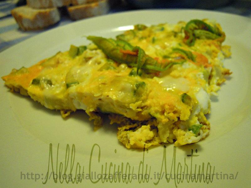 Frittata di zucchine con maasdammer e fiori di zucca nella cucina di martina