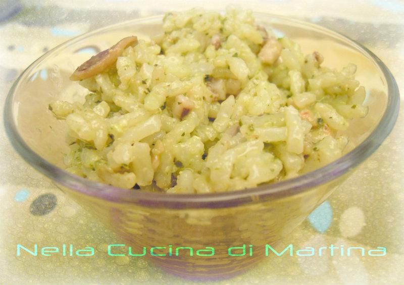 insalata di riso finger food con pesce e pesto, nella cucina di martina