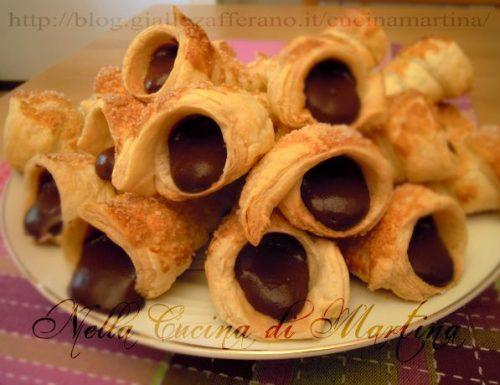 cannoncini di pasta sfoglia al cioccolato, ricetta dolce