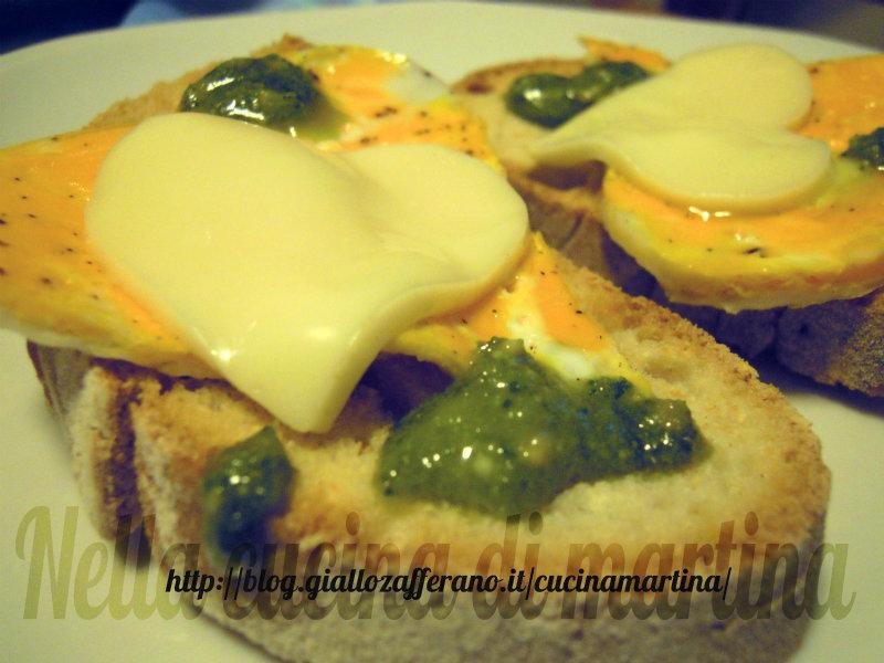 crostoni con uova e sottilette ricetta semplice nella cucina di martina