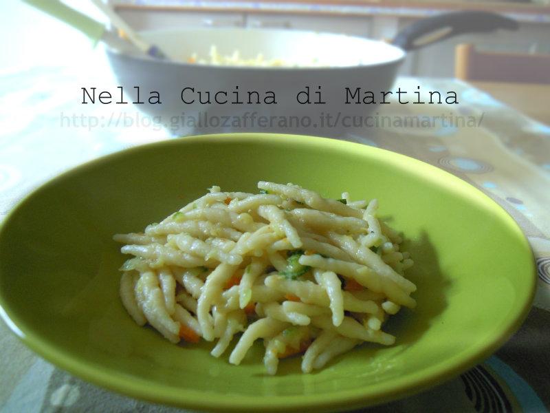 trofie con zucca gialla e zucchine, ricetta primo vegetariano nella cucina di martina blog