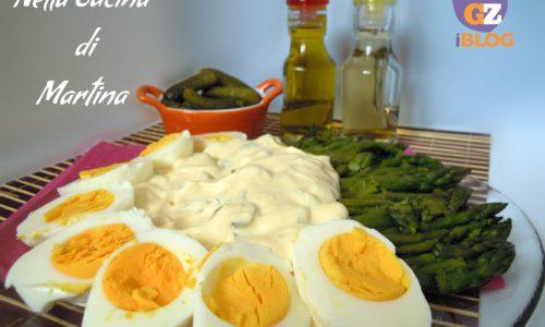Asparagi e uova in salsa saporita, ricetta golosa