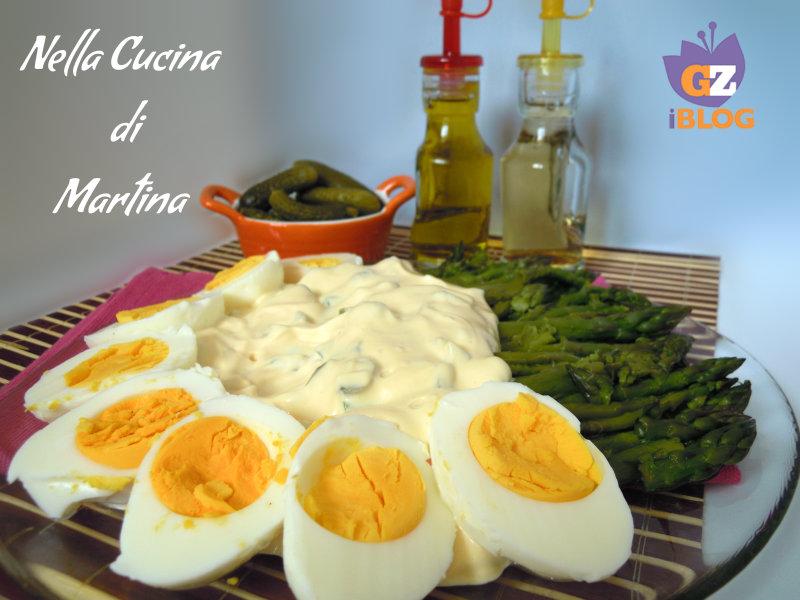 asparagi e uova i salsa saporita ricetta nella cucina di martina blog