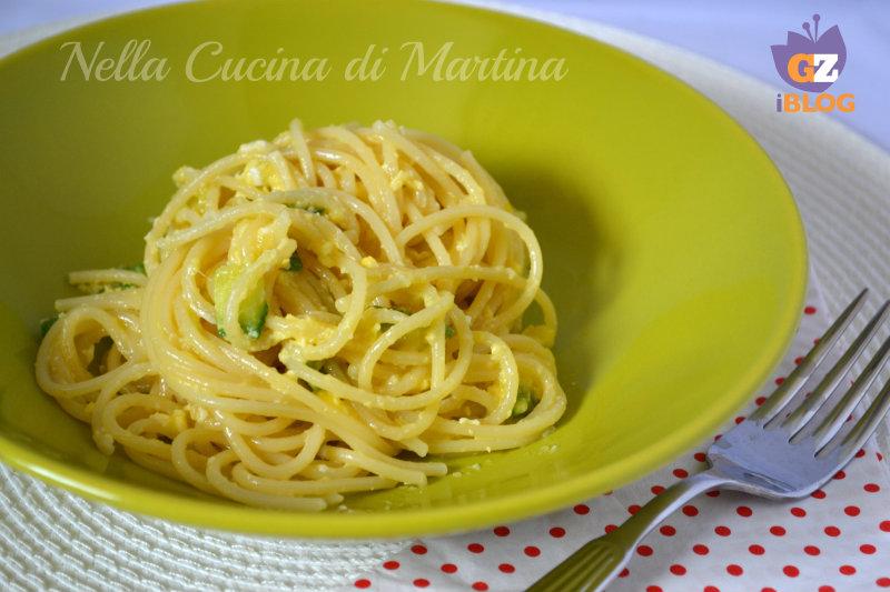 spaghetti con zucchine effetto mimosa blog nella cucina di martina