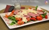 Tagliata di manzo con pomodorini, rucola e parmigiano