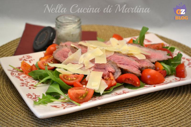 Tagliata di manzo con pomodorini rucola e parmigiano - La cucina di martina ...