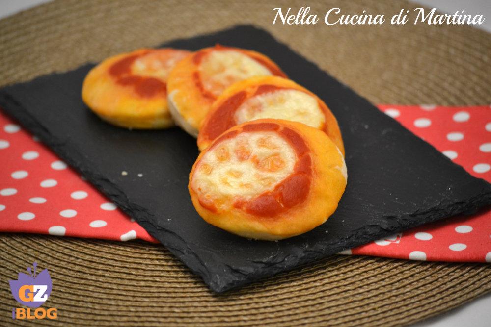 pizzette rosse ricetta per aperitivo nella cucina di martina blog
