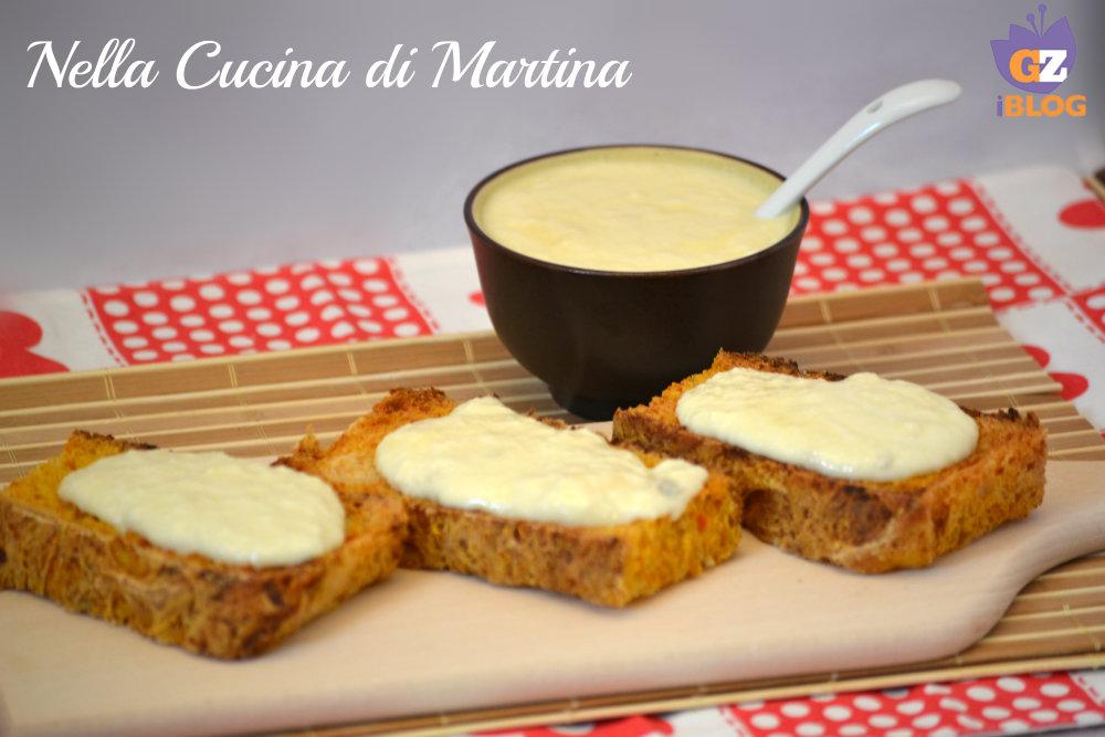 crostini di pane ai quattro formaggi nella cucina di martina