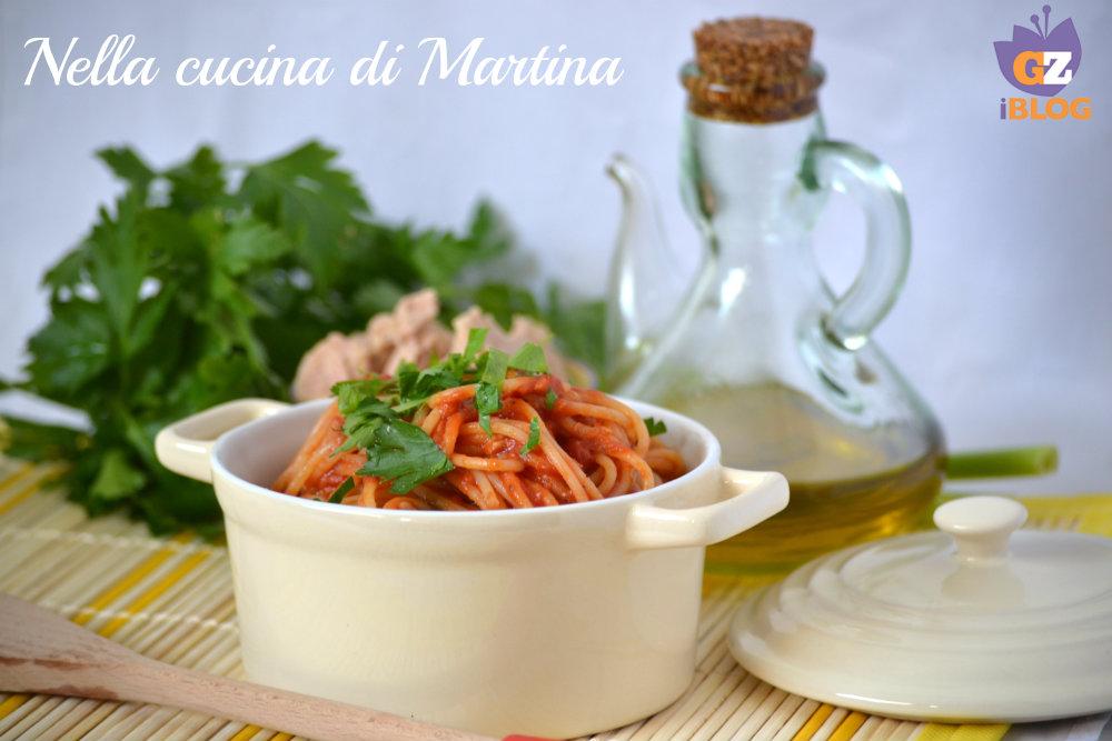 spaghetti con il tonno ricetta nella cucina di martina