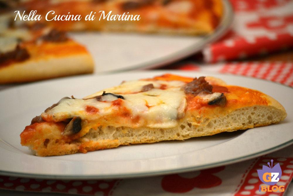 pizza alta e soffice ricetta blog nella cucina di martina