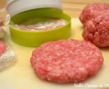 Hamburger fatti in casa con la pressa
