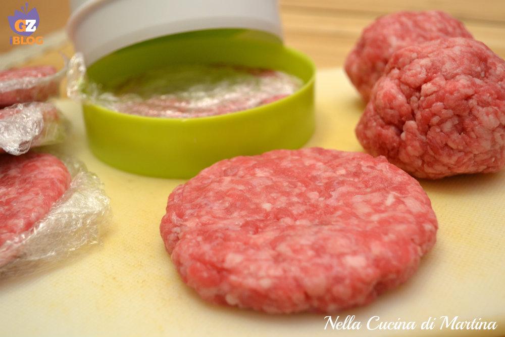 hamburger fatti in casa ricetta nella cucina di Martina