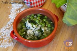 Minestra di lattuga e piselli con riso