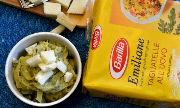 Tagliatelle con crema di fave e pecorino